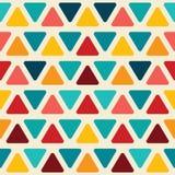 与五颜六色的三角的无缝的抽象样式 库存例证
