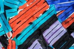 与五颜六色的丝带条纹的抽象构成 免版税库存图片