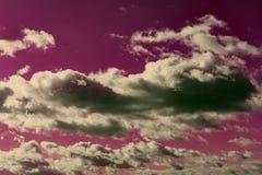与五颜六色的云彩的天空 抽象天空 免版税库存照片