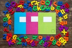 与五颜六色的信件和数字的练习簿 免版税库存照片