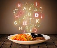 与五颜六色的信件的新鲜的厨师食物在木头 图库摄影