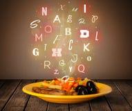 与五颜六色的信件的新鲜的厨师食物在木头 库存照片