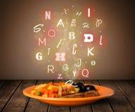 与五颜六色的信件的新鲜的厨师食物在木头 库存图片