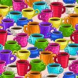 与五颜六色的动画片咖啡杯的无缝的样式 图库摄影