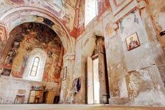 与五颜六色的壁画的土气表面在中世纪大教堂Gelati,联合国科教文组织世界遗产名录站点老墙壁上  免版税图库摄影