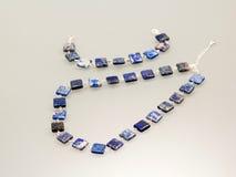 与五颜六色的宝石的银色珠宝 免版税库存图片