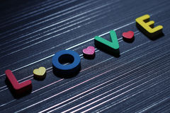 与五颜六色的心脏的情书 库存图片
