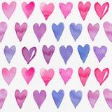 与五颜六色的心脏的无缝的水彩样式 库存图片
