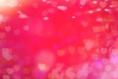 与五颜六色的心脏的贺卡在背景中为情人节 免版税库存图片