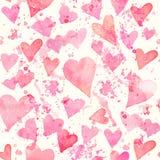 与五颜六色的心脏-浪漫光和软的色彩的无缝的水彩样式桃红色和红色 免版税库存图片