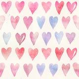与五颜六色的心脏-浪漫光和软的色彩的无缝的水彩样式桃红色和红色 免版税库存照片