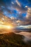 与五颜六色的森林俄罗斯, Lago Naki的山秋天风景 免版税库存图片
