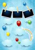 与五颜六色的气球和照片框架的超现实的天空 库存图片