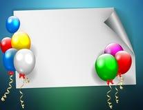 与五颜六色的气球的生日标志 免版税库存照片
