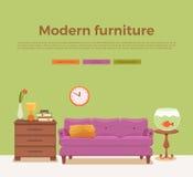 与五颜六色的沙发的客厅舒适内部 免版税库存照片