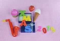 与五颜六色的玩具的圣诞节2015年装饰 免版税库存照片