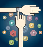 与五颜六色的电子商务象的Smartwatch 免版税库存图片