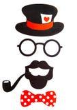 与五颜六色的纸时装配件、嘴唇、髭和气球的乐趣照片摊党白色背景 免版税图库摄影
