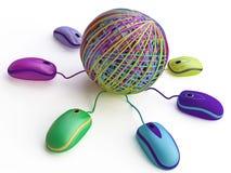 与五颜六色的线索的互联网概念与Mouses 免版税库存图片