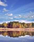 与五颜六色的结构树的秋天横向 图库摄影