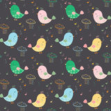 与五颜六色的鸟、笔记和多雨c的艺术性的无缝的样式 库存例证