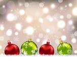 与五颜六色的玻璃球的冬天逗人喜爱的明信片 免版税库存照片