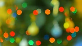 与五颜六色的bokeh和圣诞灯的圣诞树 圣诞节装饰新年度 抽象bokeh假日 股票视频