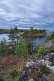 与五颜六色的Ladoga湖风景的背景 免版税库存图片