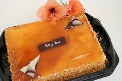 与亚力酒奶油的西班牙人蛋糕 免版税图库摄影