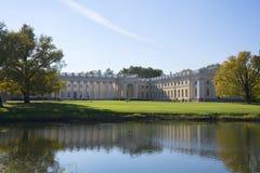 与亚历山大的宫殿的秋天风景 库存图片