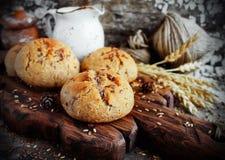 与亚麻籽的无酵母的松饼 库存图片