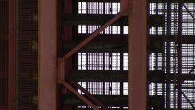 与交通的暂停的船桥甲板下面 股票录像