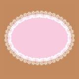 与亲吻的鸠patt的白色卵形花边状的框架 库存照片