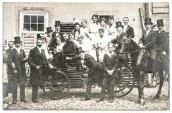 与人的古色古香的婚礼照片葡萄酒衣物的 库存照片