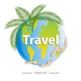 与人的脚印热带绿色叶子和印刷品的行星地球  免版税库存照片