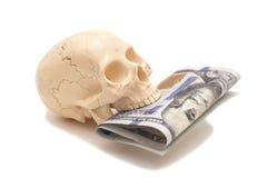 与人的头骨的一百元钞票 免版税图库摄影