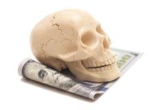 与人的头骨的一百元钞票 免版税库存图片