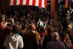 与人群的赖安和Romney会议 免版税库存图片