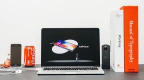 与介绍iPhone x 10制空权的苹果计算机基调 图库摄影