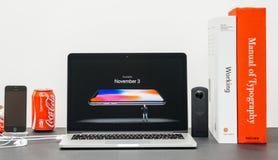 与介绍iPhone x 10可利用的novembe的苹果计算机基调 库存图片