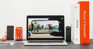 与介绍iPhone x 10的苹果计算机基调augumented realit 免版税图库摄影
