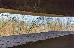 与从最后的审判日留在了赎罪日战争战争在戈兰高地以色列的发射孔的弹头 免版税库存图片