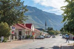 与企业的街道场面和一个教会在Greyton 库存照片