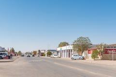 与企业的街道场面和车在Mariental 免版税库存照片