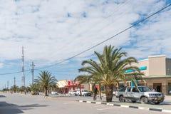 与企业的街道场面和车在Otavi 库存图片