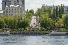 与伏尔加河的翼果城市 免版税库存照片