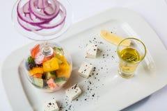 与优美的提议的希腊沙拉 库存照片