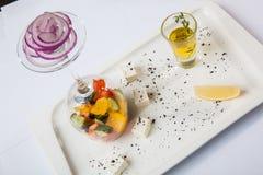 与优美的提议的希腊沙拉 免版税库存照片