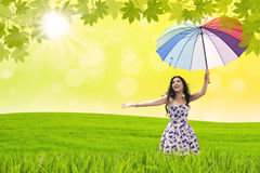 与伞的美好的妇女舞蹈 免版税图库摄影