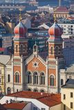 与伟大的犹太教堂,比尔森的都市风景 免版税库存照片